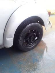 Jogo de roda de fusca com pneus