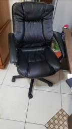 Cadeira de escritório em bom estado