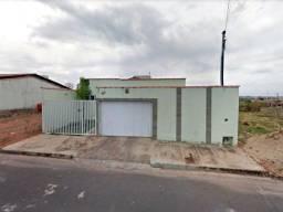 Araxá/MG - Casa com 2 Quartos no Bairro Serra Morena