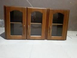 Vendo esse armário480de madeira de parede com 3 portas