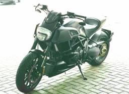 Ducati Diavel Dark 2015. Estudo troca maior ou igual valor.