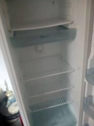 Vendo geladeira funcionando tudo só falta a tampa do congelador
