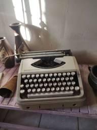 Máquina de Datilografia para decoração Olivetti