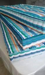 Fabricamos almofadas em varios estilos. Somente por encomenda e sob medida.