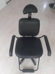 Cadeira para barbeiro, salão de beleza muito conservada.