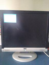"Monitor 17"" com pequena avaria na tela."