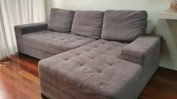 Sofá com 3 almofadas em tecido