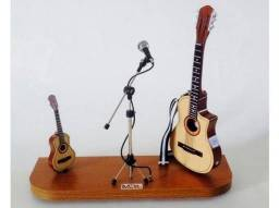 Aula de cavaquinho e violão