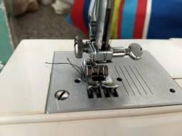 Máquina de costura Elgin Genius 14 pontos
