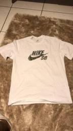 Vendo camiseta de marcas de primeira linha