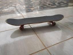 Skate profissional usado (1 kit de roda extra)