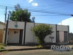 Casa à venda, 3 quartos, 4 vagas, Custódio Pereira - Uberlândia/MG