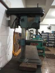Máquinas e ferramentas de usinagem