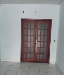 Aluga-se apartamento de 2 quartos na área central