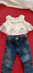 conjunto calça jeans e camiseta
