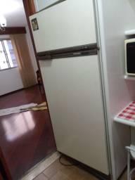 Geladeira Brastemp 440 L, com Freezer, em ótimo estado de conservação