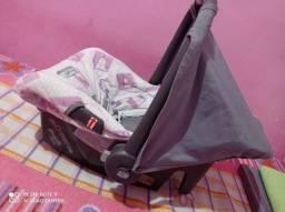 Vendo um bebê conforto semi novo