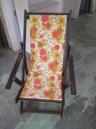 Cadeira de área, mesa com centro giratório, tábua de carne