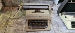 Máquina de escrever antiga Olivetti Linea 88