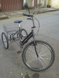 Bicicleta triciclo nova