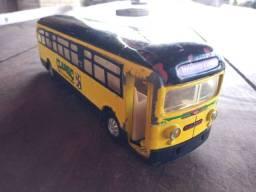 Miniatura ônibus antigo