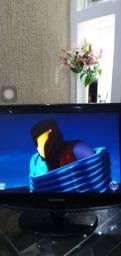 TV monitor Samsung 19 polegadas com controle remoto e HDMI. Parcelo no cartão