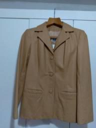 Jaqueta de couro legítimo.