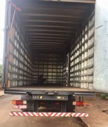 Baú toco truck 8 metros furgão