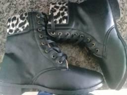 Vendo botas coturno feminina