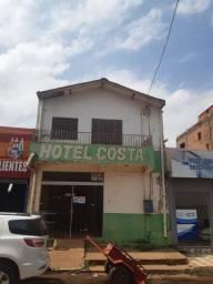 Vende se um hotel quitado no centro de Canaã dos Carajás