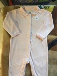 Macacão em plush Renner 12-18 meses.