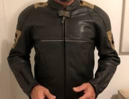 Jaqueta em couro Madiff masculina com detalhes em dourado. Muito bonita! Super conservada