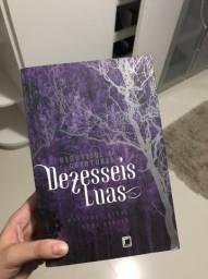 """Livro """"Dezesseis Luas"""" em ótimo estado"""