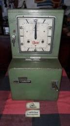Título do anúncio: Relógio de ponto antigo a corda.