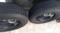 Jogo de rodas 13 com dois pneus