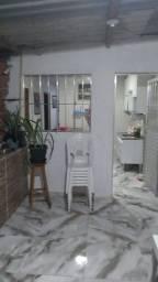 E.M- Alugo  Casa com 2 Quartos Bairro santo Antônio