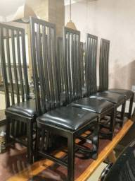 Jogo 8 cadeiras em madeira