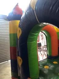 Castelo inflável com motor