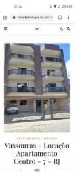 Locação de apartamento espaçoso e bem localizado em Vassouras. Local tranquilo e seguro.