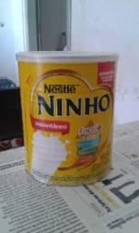 34 latas vazias de leite em pó