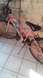 Bicicleta com pesinhos e cestinha em bom estado quase nunca usada venda urgente