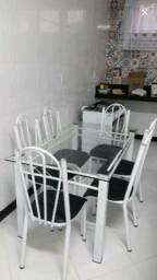 Mesa com 6 cadeiras em ótimo estado