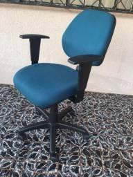 Cadeira com movimentos BKG