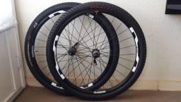 Par de rodas aro 26 Shimano MT15 completa