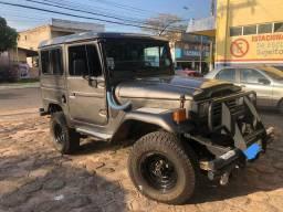 Jeepão bandeirante