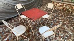 Mesa de ferro com 4 Cadeiras