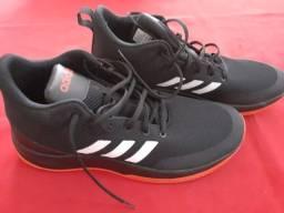 Tênis Adidas (tamanho 45)