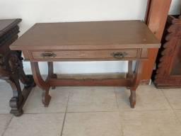 Mesa auxiliar ou escrivaninha antiga