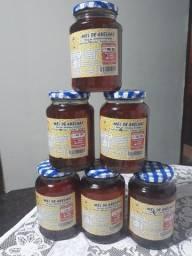 Mel de abelhas 13rs o vidro de 900grm  e o vidro pegueno a 10rs de jatai