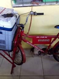 Vendo bicicleta cargueiro so 3 anos de uso ainda tou com documentos dela e tudo